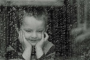 bambino-finestra